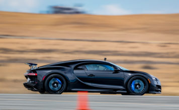 Bugatti Chiron half mile speed record